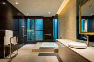 A bathroom at Shu Jia Motel