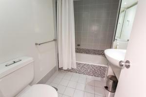 A bathroom at North Shore Towers