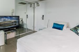A bed or beds in a room at North Shore Towers