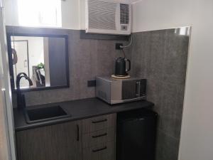 A kitchen or kitchenette at Alabaster Motor Inn
