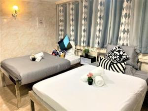 A bed or beds in a room at Super Guest House