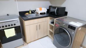 A kitchen or kitchenette at Avant Serviced Suites - Personal Concierge