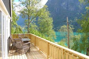 En balkong eller terrasse på Olden Camping Gytri