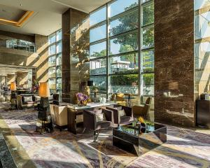 A restaurant or other place to eat at Four Seasons Hotel Shenzhen