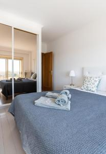A bed or beds in a room at Porto Gaia River View by MP