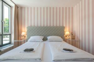 Ein Bett oder Betten in einem Zimmer der Unterkunft Hotel Am Dom