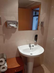 Salle de bains dans l'établissement Hostal Tierramar