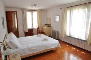 A bed or beds in a room at Villa Cherni Iskar