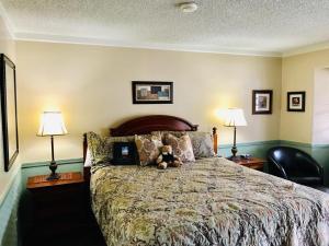 Uma cama ou camas num quarto em Gunn House Hotel