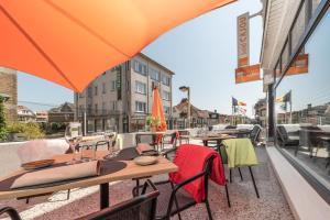 Ein Restaurant oder anderes Speiselokal in der Unterkunft Hotel Cajou
