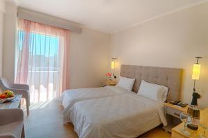 Un ou plusieurs lits dans un hébergement de l'établissement Livadi Nafsika Hotel