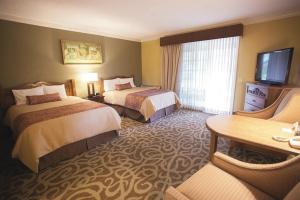 A bed or beds in a room at El Bonita Motel