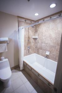 A bathroom at El Bonita Motel