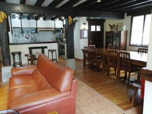 The lounge or bar area at Agroturismo Iturbe