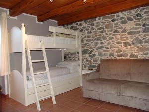 Letto o letti a castello in una camera di Amemi