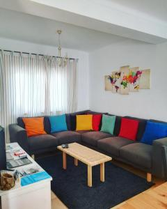A seating area at Pirata hostel Milfontes