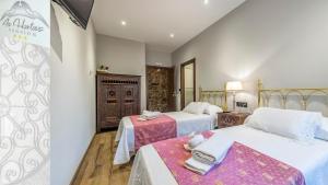 A bed or beds in a room at Pensión As Hortas