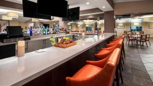 A restaurant or other place to eat at DoubleTree by Hilton Sunrise - Sawgrass Mills