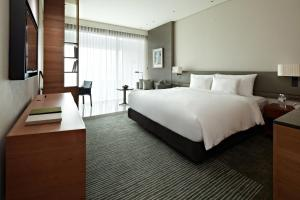 A bed or beds in a room at Eslite Hotel
