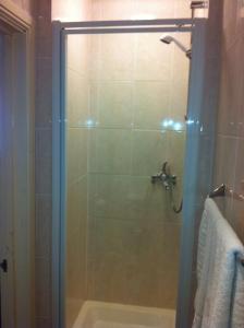 A bathroom at The Black Horse Inn