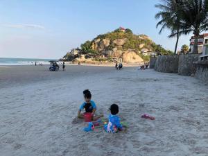 A family staying at Rimtalay Home Huahin