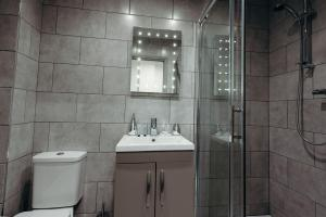 A bathroom at Halifax House, Studio Apartment 207