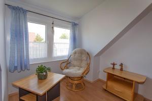Ein Sitzbereich in der Unterkunft Ferienwohnung auf Rügen