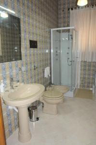 A bathroom at CASA CALISI