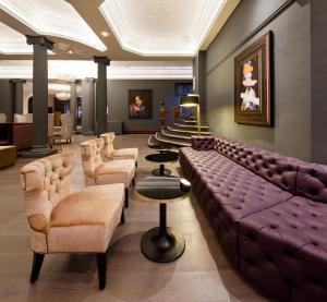 A seating area at Mercure Leicester The Grand Hotel