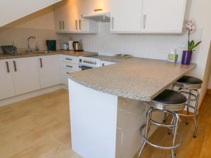 A kitchen or kitchenette at Shorefields One