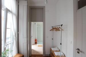 A bathroom at Inn Possible Lisbon Hostel