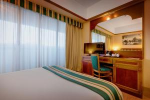 A bed or beds in a room at iH Hotels Roma Cicerone