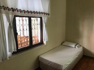 A bed or beds in a room at Bayraktar Konağı