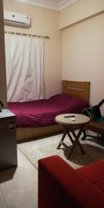 سرير أو أسرّة في غرفة في Sakan 252