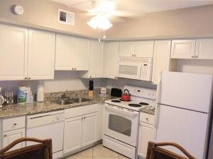 A kitchen or kitchenette at Grand Lake & Lifetime of Vacations Resorts