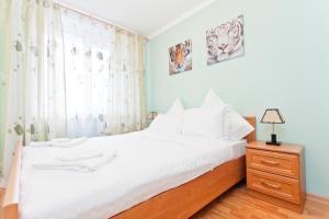 Кровать или кровати в номере KvartiraSvobodna - Apartments at Proletarskaya