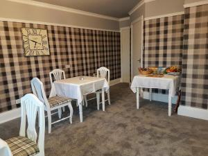 A restaurant or other place to eat at Seaview Guest House