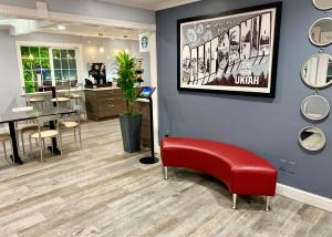 The lobby or reception area at Super 8 by Wyndham Ukiah