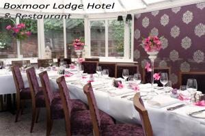 A restaurant or other place to eat at Boxmoor Lodge Hotel