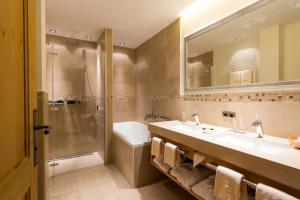 A bathroom at Chalet Anna Maria