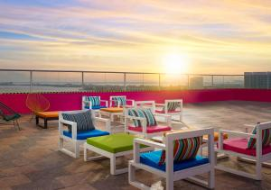 A restaurant or other place to eat at Aloft Cancun