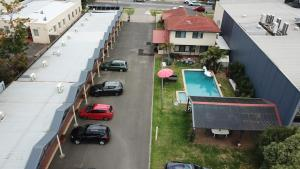 A view of the pool at Mornington Motel or nearby