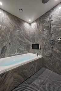 A bathroom at THE KITANO HOTEL TOKYO