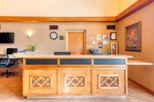 The lobby or reception area at Clarion Inn Ormond Beach at Destination Daytona