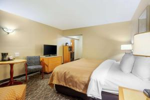 A bed or beds in a room at Clarion Inn Ormond Beach at Destination Daytona