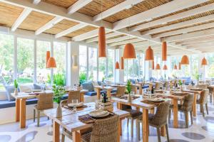 A restaurant or other place to eat at Vila Monte Farm House