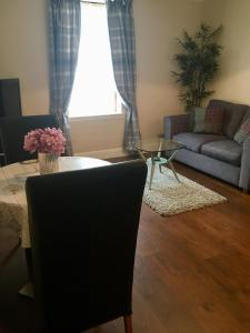 A seating area at Hillview Apartment