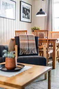 Ein Restaurant oder anderes Speiselokal in der Unterkunft Nyvågar Rorbuhotell - by Classic Norway Hotels