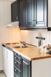 Küche/Küchenzeile in der Unterkunft Nyvågar Rorbuhotell - by Classic Norway Hotels