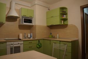 Кухня или мини-кухня в Burrow of a lemur